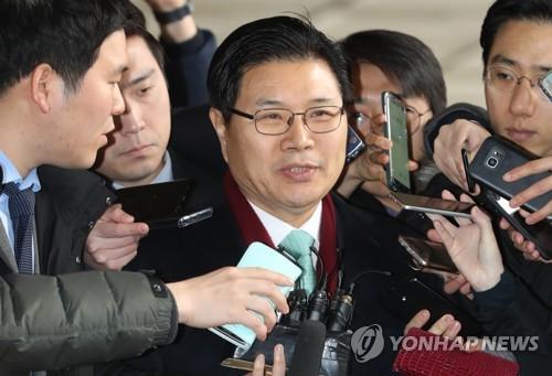 검찰 출석하는 홍문종 의원