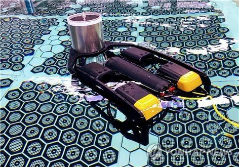 韓国原子力研究院の研究チームが開発した核燃料点検ロボット(同院提供)=(聯合ニュース)