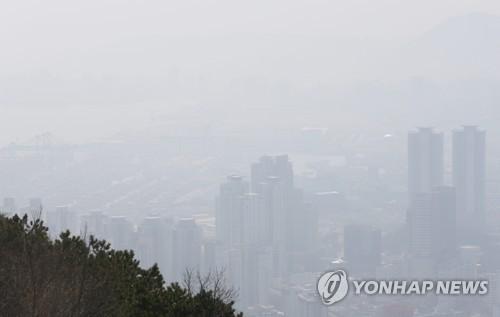 미세먼지 덮친 부산 [연합뉴스 자료사진]