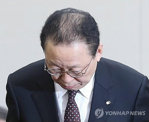 전격 사임한 최흥식