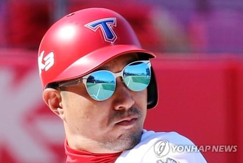 KIA 정성훈, 개막전서 타자 통산 최다 출장 2천136경기 신기록