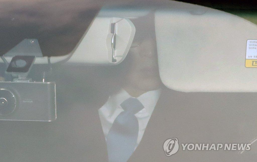 [MB소환] 자택 나서는 이명박 전 대통령