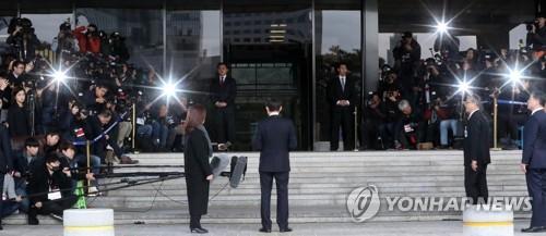 [MB소환]검찰 포토라인에 선 이명박 전 대통령
