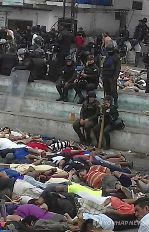 경찰에 진압된 볼리비아 팔마솔라 교도소