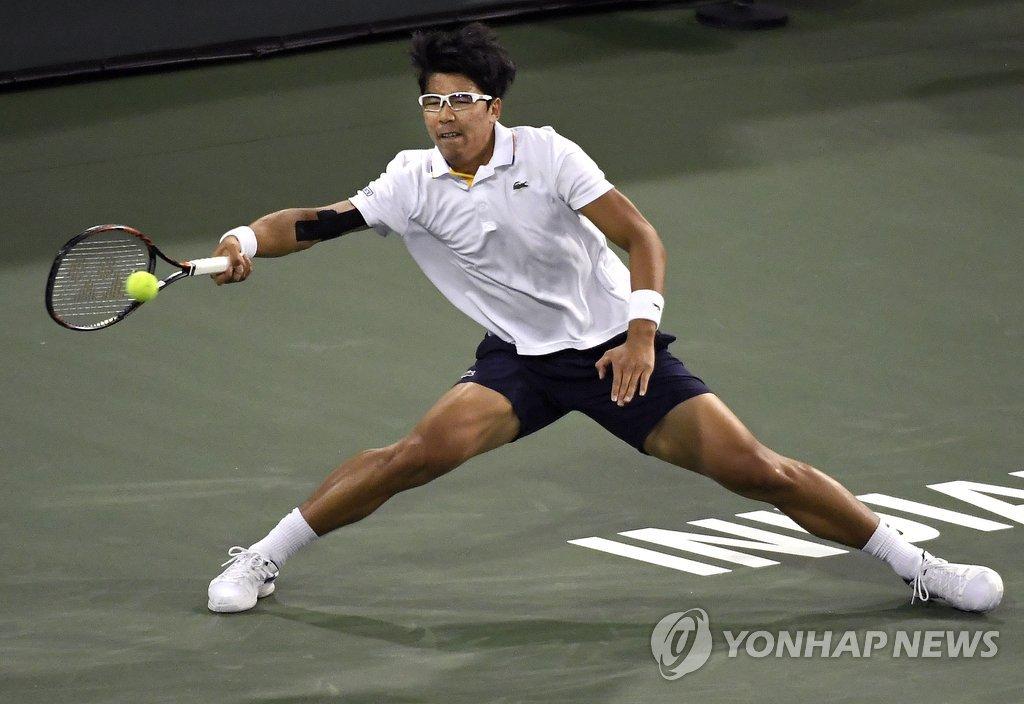 정현, '황제' 페더러와 재대결서 0-2 패배