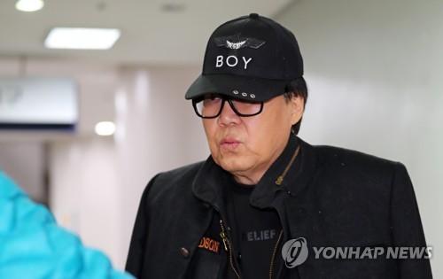 """'그림 대작' 조영남 항소심서 무죄…""""조수는 기술보조일 뿐"""""""