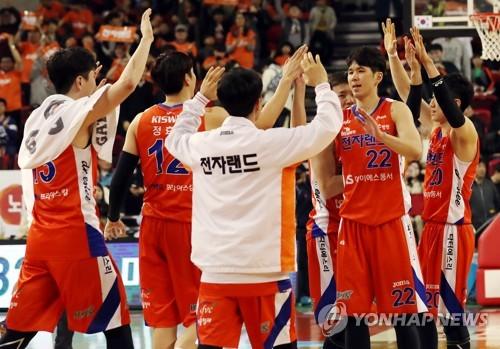 KCC-전자랜드 5차전…1차전 승리팀 vs 5차전 징크스 '확률 게임'