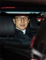 拘置所に向かう李元大統領