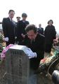 韩总理参拜天安舰遇难官兵墓地