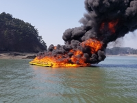 해상펜션 화재…치솟는 불길