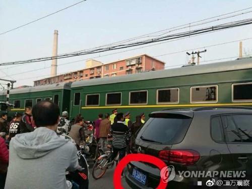 베이징 건널목에서 목격된 북한 열차 추정 기차