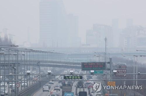 노후 경유차 단속 CCTV와 운행제한 알림판