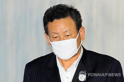 MB 재산관리인 이영배, 첫 공판 출석