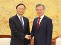 Moon y el enviado especial del presidente chino
