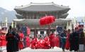 El palacio Gyeongbok recibe a la primavera