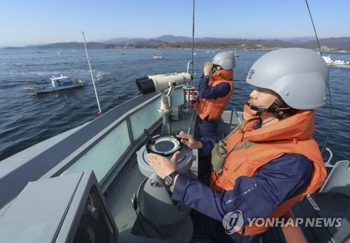 해군 어로활동 보호 지원 [해군 1함대 제공=연합뉴스]