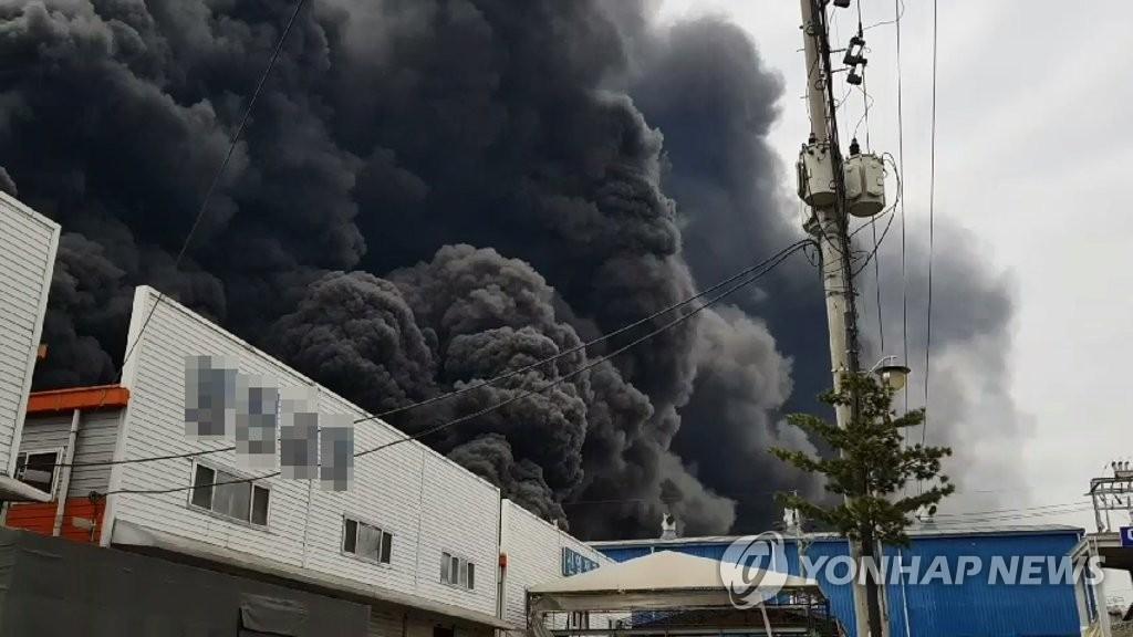 인천 서구 가좌동 공단에 큰불…소방당국 진화 중