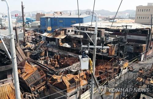 처참한 몰골의 인천 화학공장 화재현장