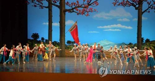 중국 예술단, 이틀째 평양서 발레극 공연