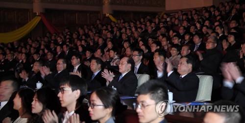 북 김영남, 중국 예술단 공연 관람