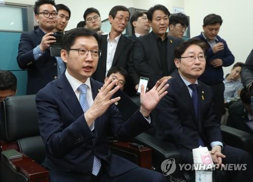 적극 답변하는 김경수 의원