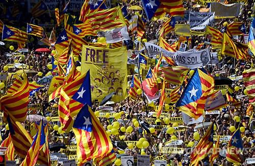 바르셀로나서 카탈루냐 분리주의자 수십만 시위