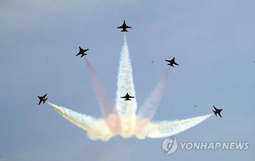 Aerobatic flight in Seoul