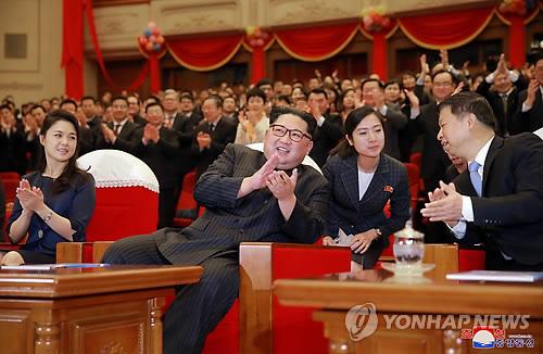 김정은 방중, 中예술단 방북…북중밀착 '가속'