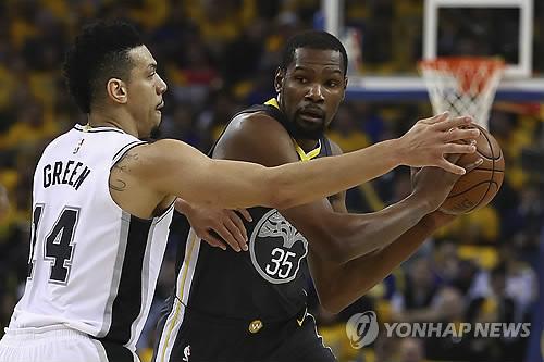 NBA 골든스테이트, 샌안토니오 15점 차 격파…3점슛 15개 폭발