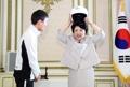 韩第一夫人戴头盔有点萌