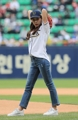 Seol In-ah throws out ceremonial first pitch