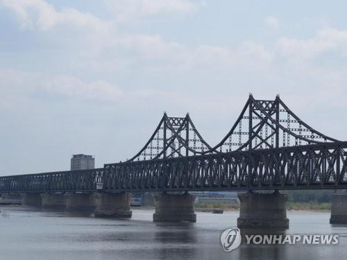 북한 신의주와 중국 단둥을 잇는 압록강대교