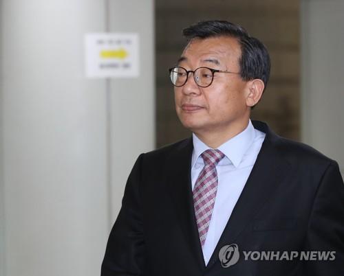 '세월호 보도개입' 이정현 1심 징역 1년에 집유 2년(1보)