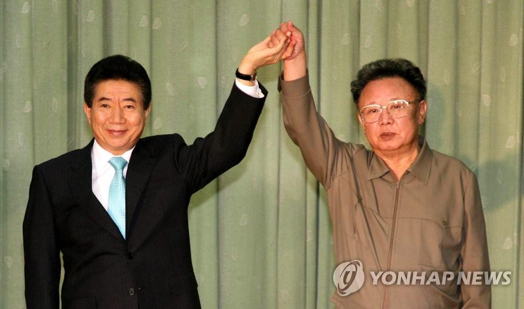 2007년 10월 10·4선언 합의한 노무현 전 대통령과 김정일 국방위원장