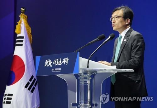 资料图片:青瓦台发言人金宜谦(韩联社)
