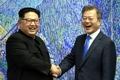 韩朝领导人欢笑握手