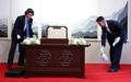 北朝鮮要員が椅子を消毒