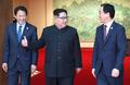 金正恩与韩国官员交谈
