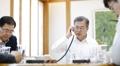 Conversation téléphonique Moon-Abe