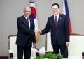 Los jefes de Defensa de Corea del Sur y Filipinas