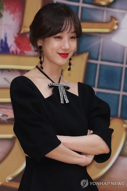 演员郑丽媛