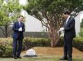 Moon en la embajada surcoreana ante Tokio