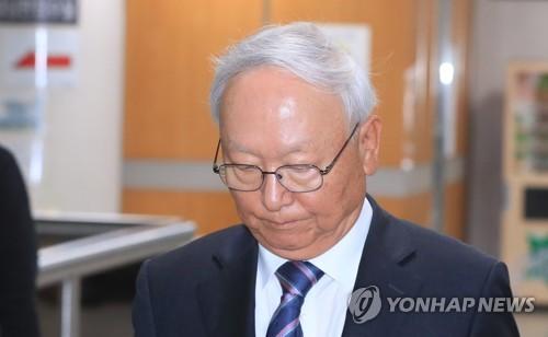 증인 출석하는 이병호 전 국정원장