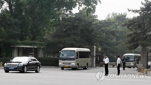 '중국 방문' 북한 방문단 차량 행렬
