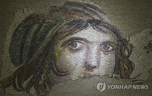 '모자이크 모나리자' 집시소녀 잃어버린조각 50년만에 터키 반환