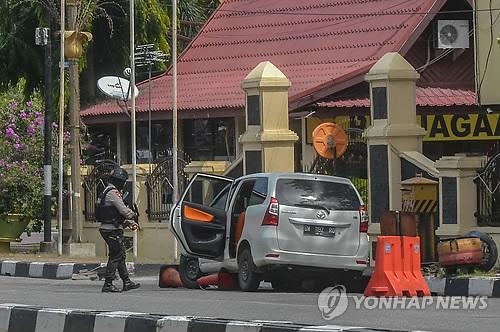 '테러 빈발' 인도네시아서 괴한들 경찰서 공격…4명 사살돼