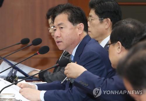 LNG 선박산업 보고하는 김영춘 해수부 장관