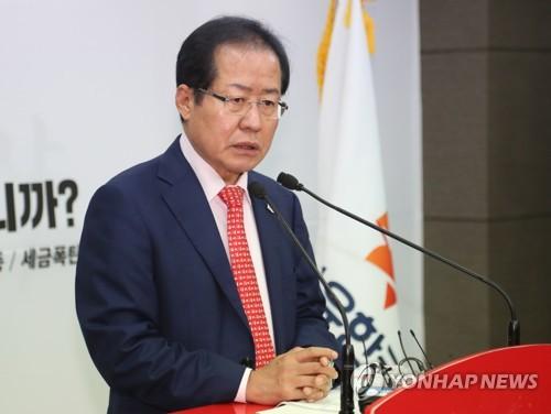 발언하는 홍준표 대표
