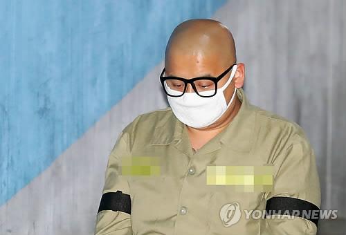 항소심 첫 공판 출석하는 이영학