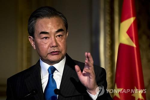 트럼프, 김정은 변심 '중국 배후설' 거듭 제기 속에 中왕이 방미